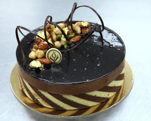 cake, chocolate mousse and praline mousse, and chocolate ganache ...
